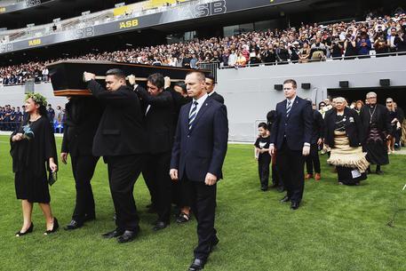 Rugby: ad Auckland i funerali di Jonah Lomu, star degli All Blacks